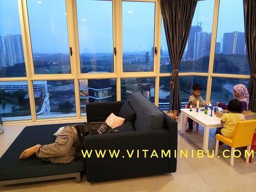 7 Tips Penting Bawa Anak Bercuti Ke Legoland, Johor Bahru - Sofa Bed tempat anak-anak tidur - Afinity Residences