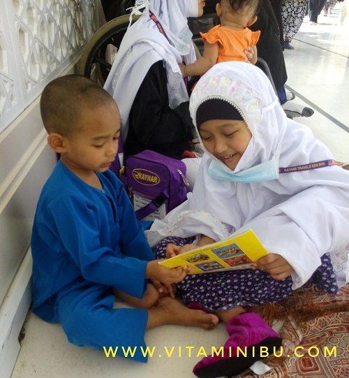 13 Tips Umrah Dengan Anak Kecil Dan Bayi - Buku