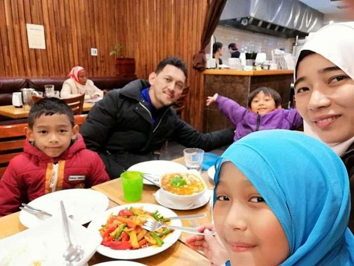 Percutian Ke Melbourne Dengan Anak Kecil - Dinner di Restoran Taste Of Thai