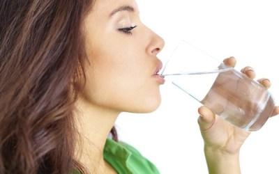 3 Tips Mudah Minum Air Putih Ikut Keperluan Badan