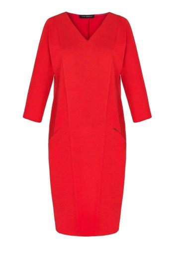 Wygodna, dzianinowa czerwona sukienka z kieszeniami polskiej marki Vito Vergelis