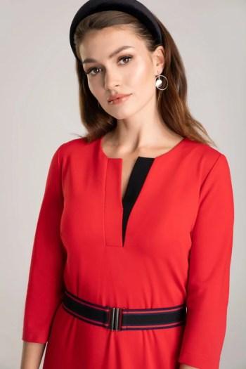 Czerwona sukienka z dzianiny z paskem z gumy marki Vito Vergelis