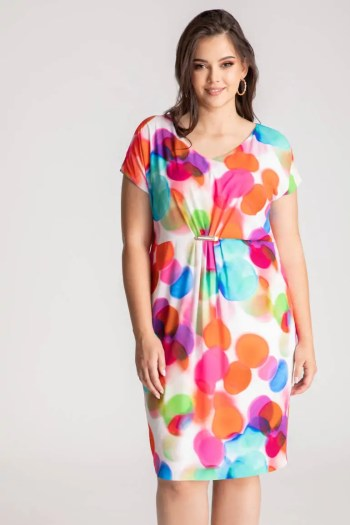 kolorowa sukienka z tuszującym marszczeniem na środku
