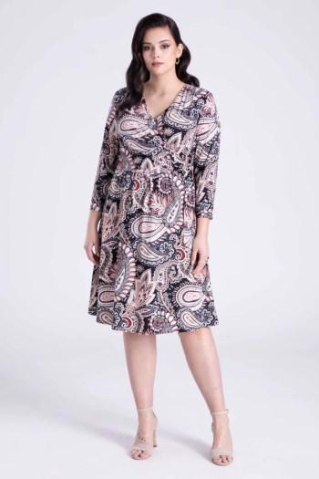 kopertowa sukienka dzianinowa w kolorowy wzór marki Vito Vergelis