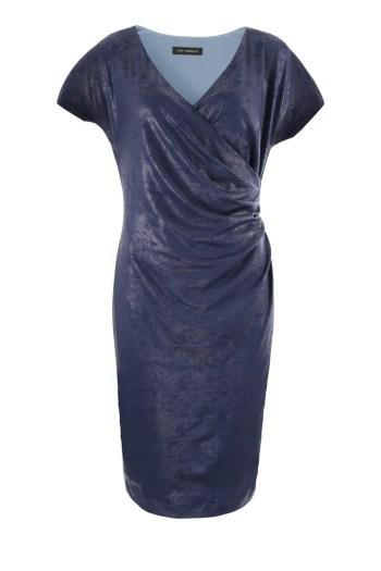 Linia wizytowa. Niebieska błyszcząca wizytowa sukienka kopertowa Vito Vergelis.
