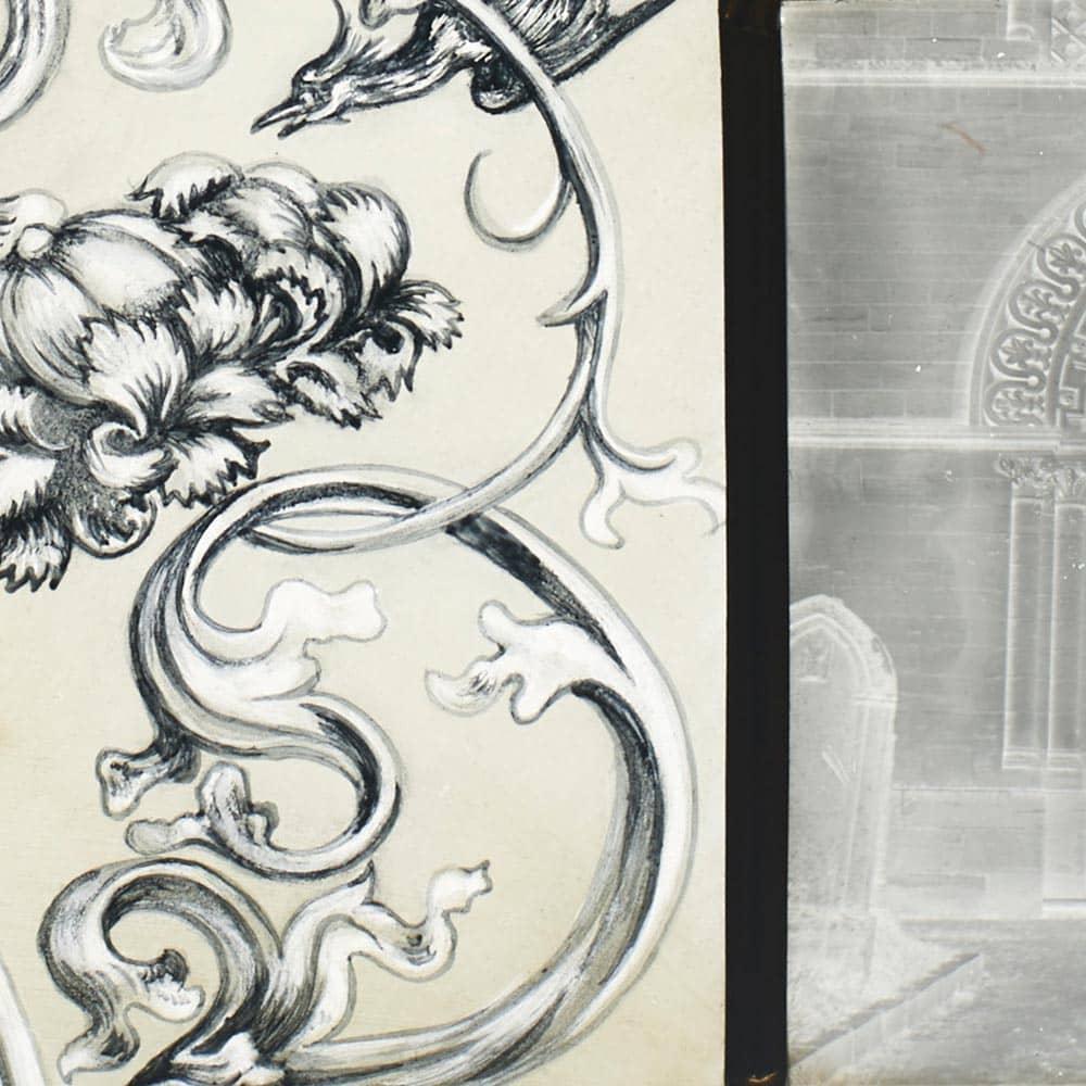 vitrail ornemental décoré à la peinture sur verre et assemblage de négatifs sur verre