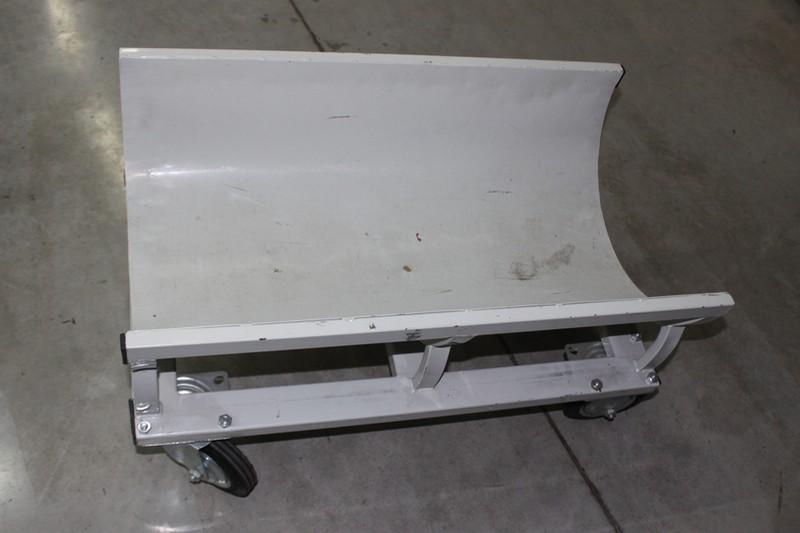 Тележка для рулонов линолеума. Торговое оборудование