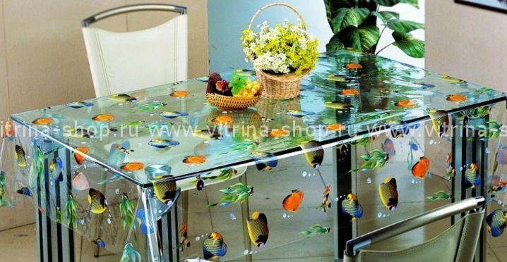 Прозрачный силикон с рисунком на столе