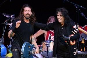 ¿Te imaginas a Alice Cooper cantando en Foo Fighters? Esto dijo el artista