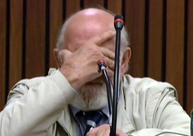 ©Daily Mail Barry Steenkamp emotional in court
