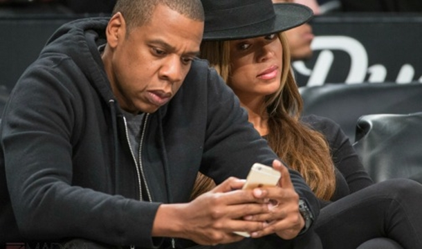 beyonce side eyes jay z cellphone