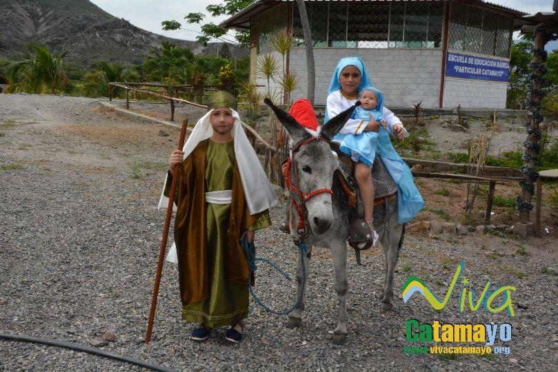 Estudiantes de la Escuela de Educación Básica Particular participan de concurso de trajes navideños y festival de Villancicos (12)