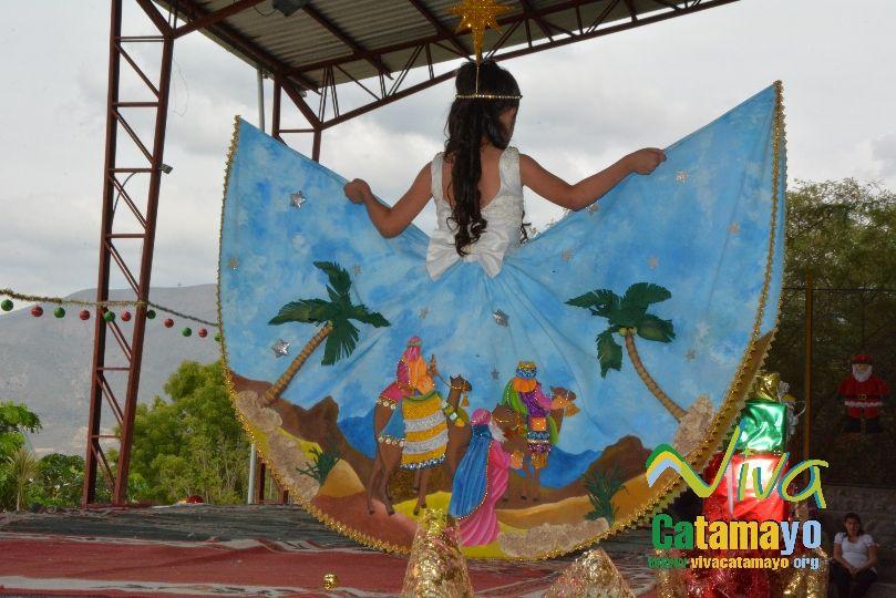 Estudiantes de la Escuela de Educación Básica Particular participan de concurso de trajes navideños y festival de Villancicos (9)