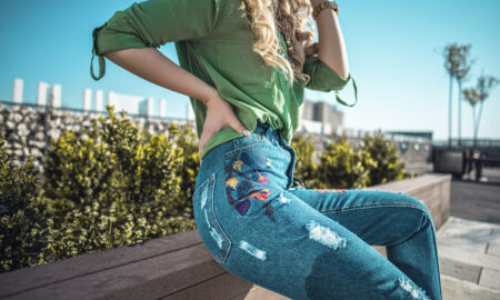 "How the ""Mom Jeans"" Became a Street Style Sensation"