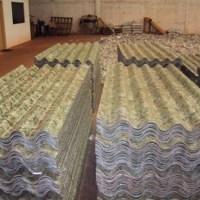 Telha ecológica feita com papel e papelão