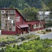 ARQUITETO JAPONÊS CONSTRÓI CASA SÓ COM MATERIAIS RECICLADOS
