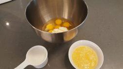 Eggs, butter, cream cheese, and cream | Ovos, manteiga, cream cheese, e creme de leite