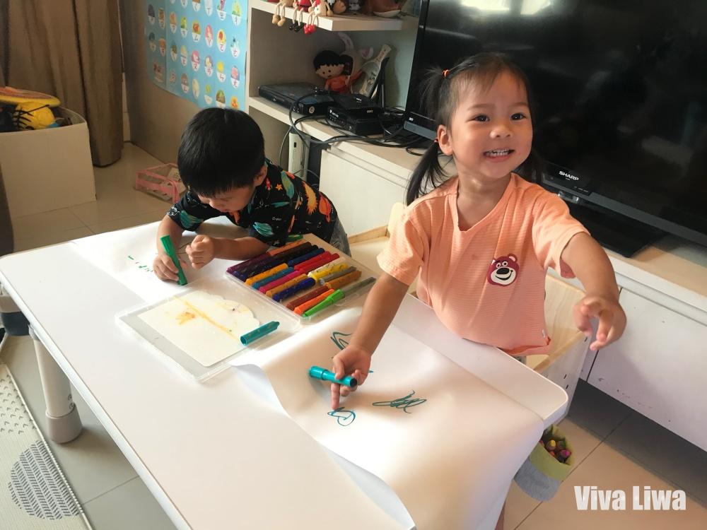 雙寶三寶大桌面幼兒成長桌椅推薦 愛兒館:我的第一張桌子