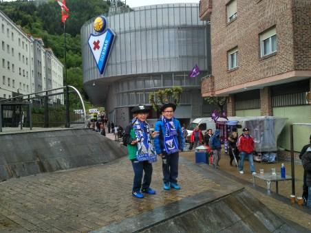 Fußball - elementare Säule baskischen Selbstverständnisses. Hier zu beobachten: frühkindliche Prägung zu Fuße des Winzerstligisten Eibar.