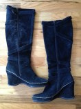 Cute boots Lonny brought home for me. I wore them yesterday but decided I don't need them. Size 9. eBay.