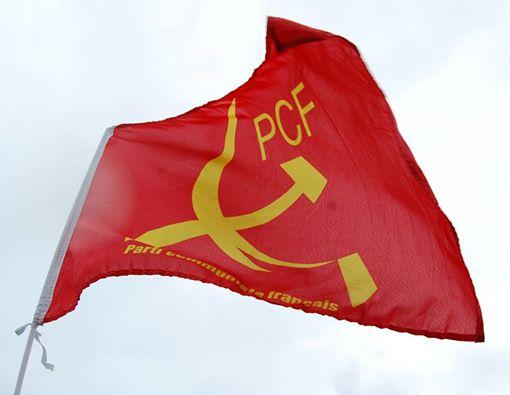 Des drapeaux rouges avec faucille et marteau! | Vive Le ...