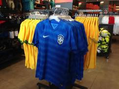 Camisetas de torcedor do Brasil baratinhas :)