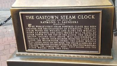 Placa com a descrição do Steam Clock