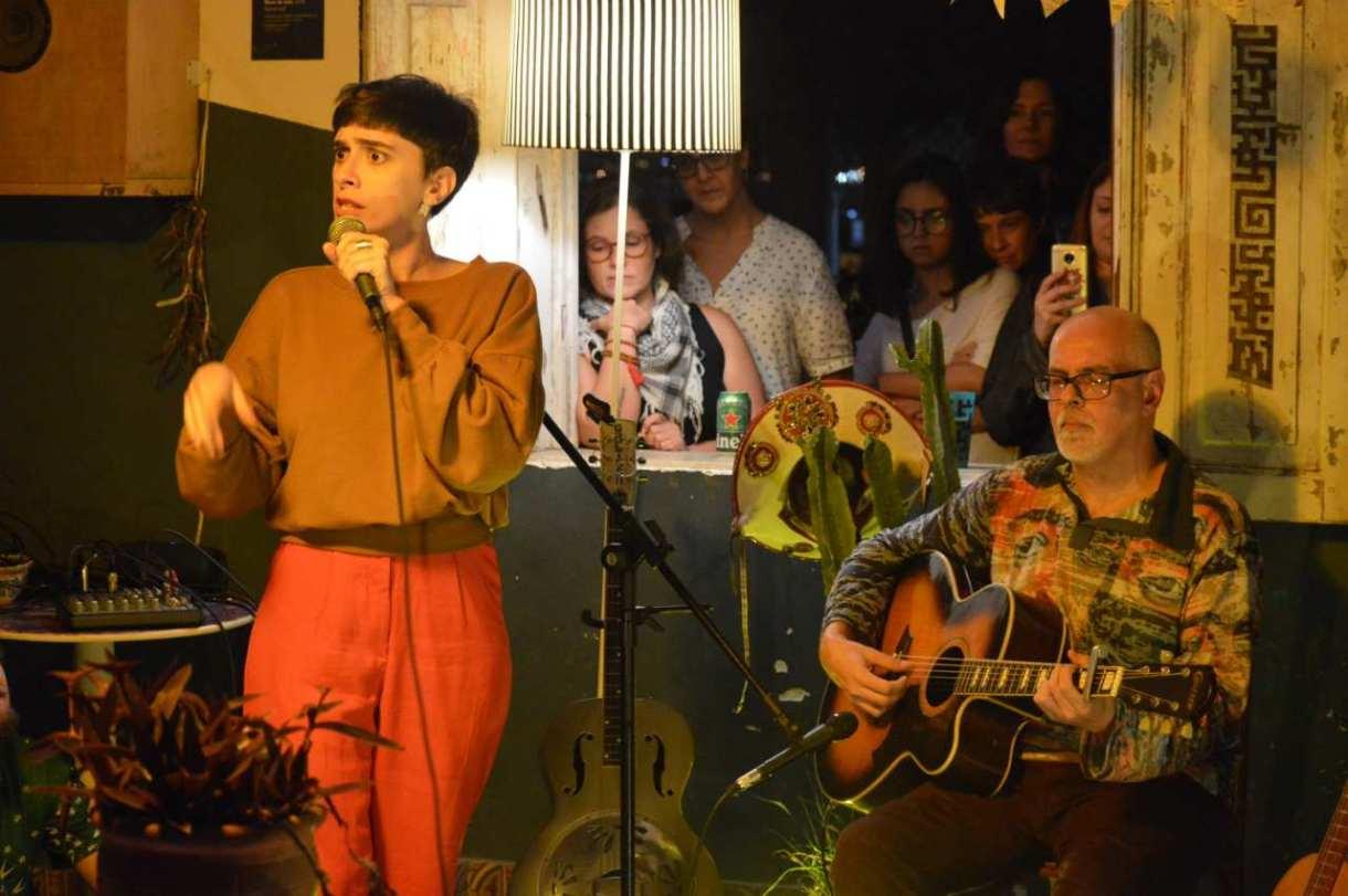 Juliana Linhares e Rodrigo Garcia em duo sobre composições nordestinas