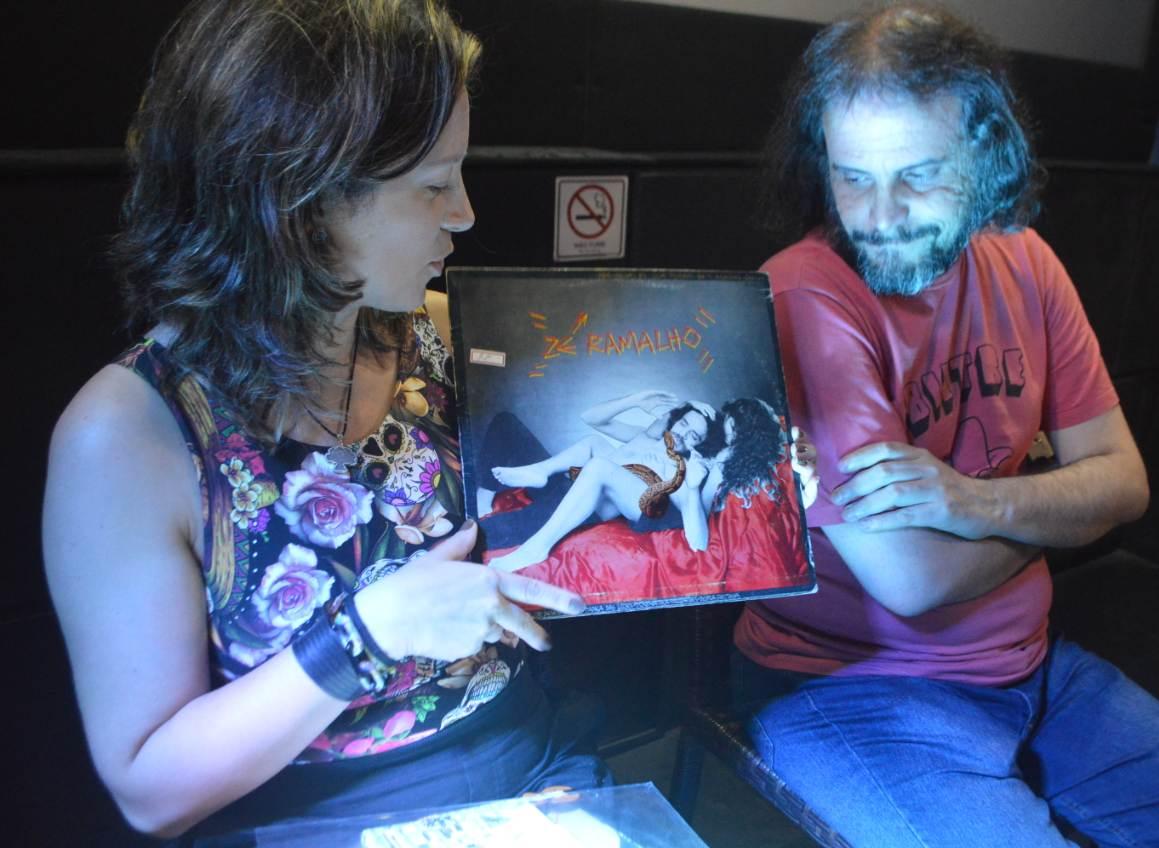 Os jornalistas Chris Fuscaldo e Ricardo Schott no Rock Horror in Rio Festival na Laura Alvim