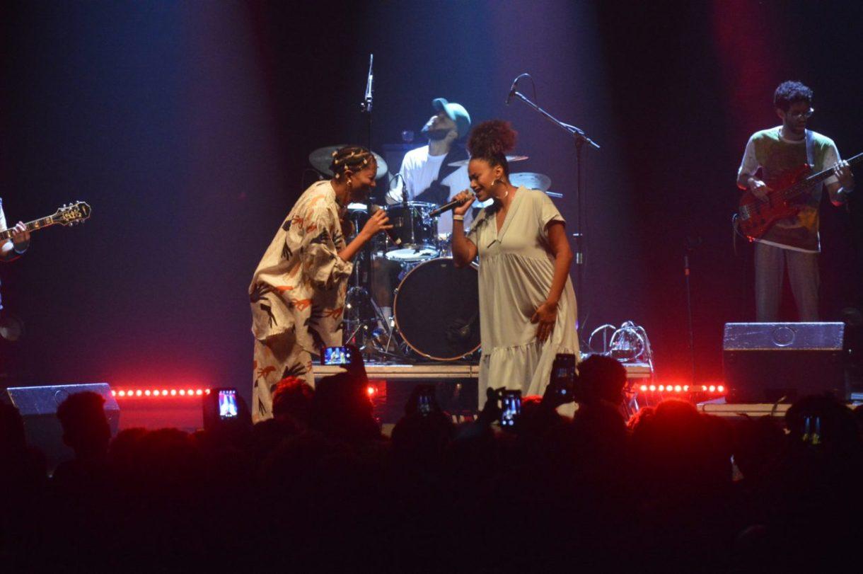Luedji Luna chamou Stefanie MC para o palco da Fundição Progresso.