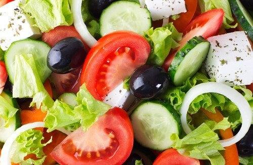 Bajar de peso con las ensaladas: trucos y recetas