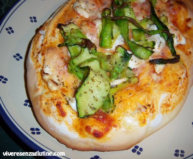 Gluten-free pizza with Philadelphia cheese and zucchini