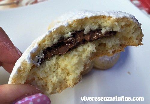 Biscotti di pasta frolla senza glutine con ripieno di Nutella