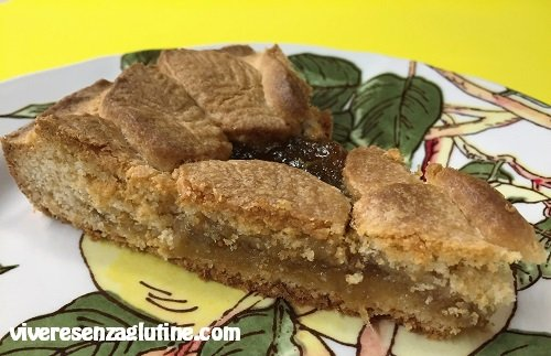 Gluten-free tart with figs and almonds jam