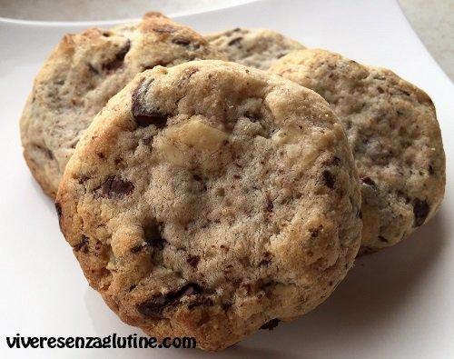 Dark and white chocolate chips cookies