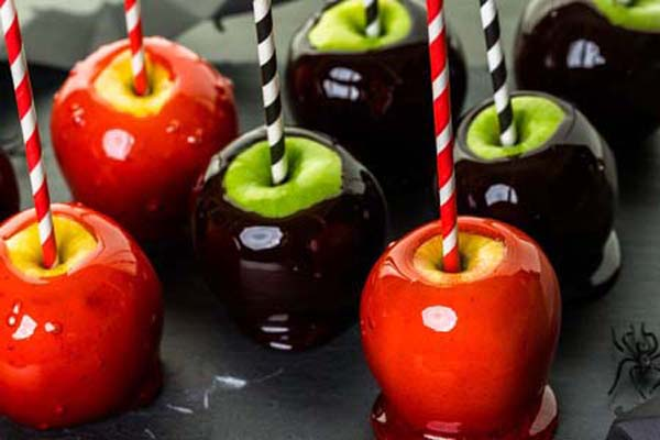 Gluten Free Candy Apples in Red and Dark Brown