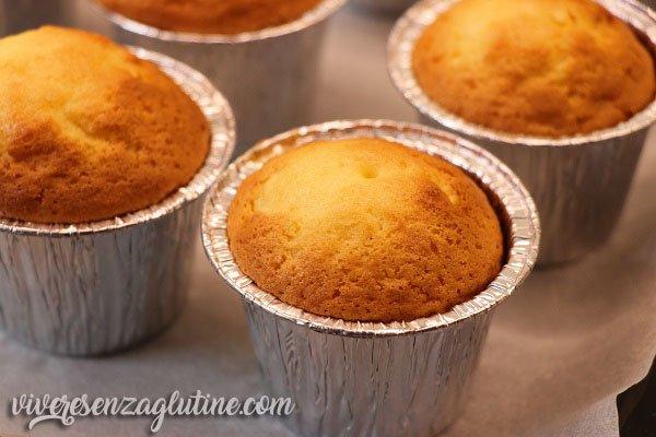 Cupcake senza glutine al cioccolato bianco e fragole