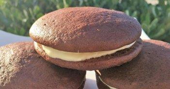 Dolcetti senza glutine al cacao con ripieno al cioccolato bianco