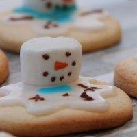Loose snowmen on gluten-free shortbread cookies