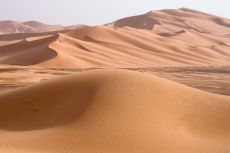 1280px-Libya_5230_Wan_Caza_Dunes_Luca_Galuzzi_2007