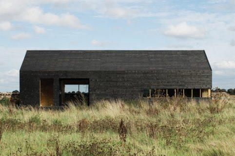 14_ochre-barn-by-carl-turner-architects-norfolk-england_2-745x497
