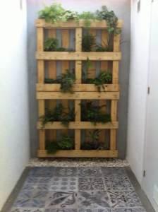 jardín vertical hecho a mano con palets