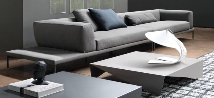 Sofá de líneas rectas y gris
