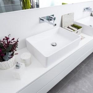 baño reformado con muebles de diseño