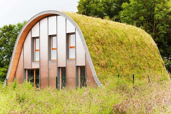 Maison-Vague – casa di design dal tetto verde
