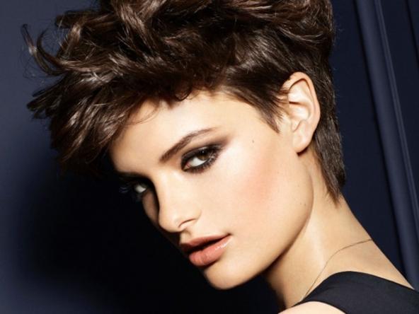Taglio di capelli corti ricci 2014 – Tagli per capelli corti 6f77da6e17f6