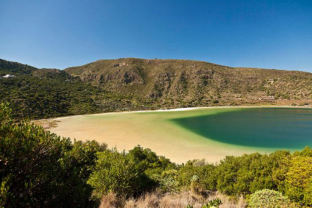 Vacanze estive a Pantelleria:  tra dammusi, immersioni e visite alle cantine di passito