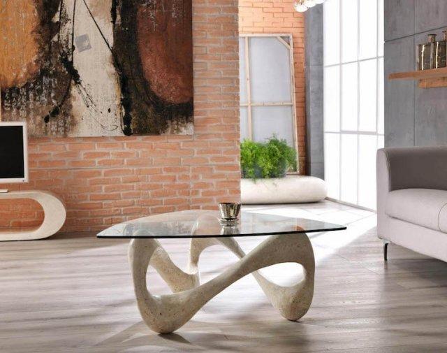 Il soggiorno degli Dei – colori chiari, pietra e tavoli in cristallo