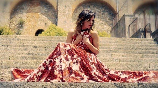 """Intervista: Antonella Bucci, dallo storico duetto con Ramazzotti a """"L'estate vuole noi"""""""