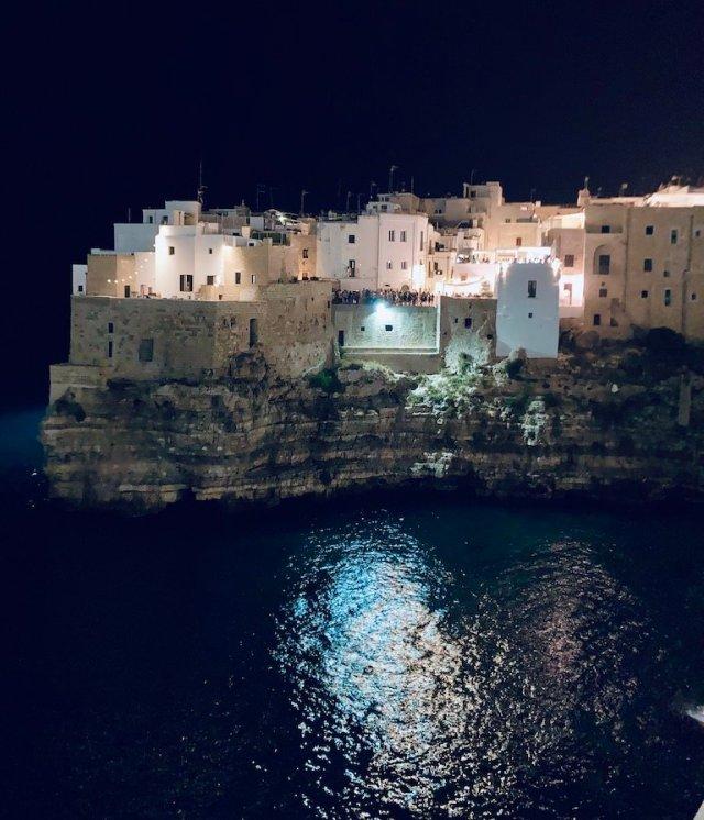 Visitare Polignano, piccola perla a picco sul mare di Bari